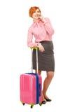 Affärskvinna i affärstur med en resväska på hjulspeaki Fotografering för Bildbyråer