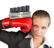 Affärskvinna i boxninghandskar Arkivbilder