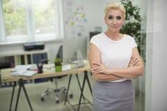 Affärskvinna i kontoret Royaltyfria Foton