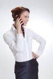 Affärskvinna i regeringsställning med telephon Royaltyfria Bilder