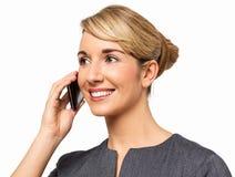 Affärskvinna Looking Away While som svarar den smarta telefonen Fotografering för Bildbyråer