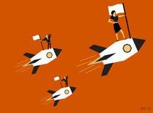 Affärskvinna med anseende för laginnehavflagga på raketskeppet som framåtriktat flyger Royaltyfri Bild