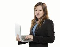 Affärskvinna med bärbar dator Fotografering för Bildbyråer