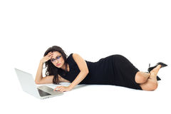 Affärskvinna med bärbara datorn arkivbilder