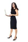 Affärskvinna med bärbara datorn royaltyfria foton