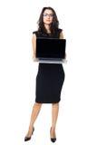 Affärskvinna med bärbara datorn Royaltyfria Bilder
