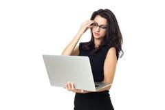 Affärskvinna med bärbara datorn arkivfoton