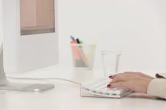 Affärskvinna med datoren arkivfoton