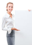 Affärskvinna med den tomma affischen royaltyfri fotografi