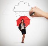 Affärskvinna med det röda paraplyet Arkivfoton