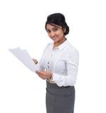 Affärskvinna med dokument Arkivfoto
