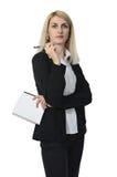 Affärskvinna med en anteckningsbok Arkivbild