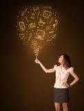 Affärskvinna med en social massmediaballong Royaltyfri Bild