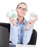 Affärskvinna med eurosedlar i händer Royaltyfria Foton