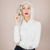 Affärskvinna med exponeringsglas Royaltyfri Foto