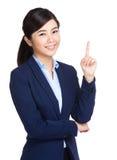 Affärskvinna med fingerpunkt ut Royaltyfri Fotografi