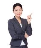 Affärskvinna med fingerpunkt ut Royaltyfri Bild