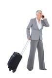 Affärskvinna med hennes bagage och att kalla någon Royaltyfria Foton