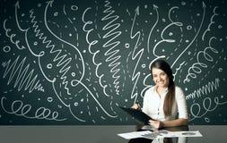 Affärskvinna med lockiga linjer och pilar Arkivfoton