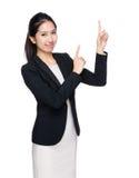 Affärskvinna med punkt för två finger upp Royaltyfria Foton