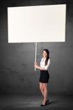 Affärskvinna med tom whiteboard Royaltyfri Fotografi