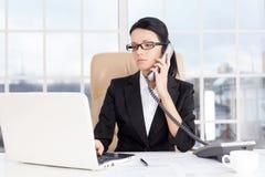 Affärskvinna på arbete. Arkivfoto