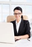 Affärskvinna på arbete. Royaltyfria Foton
