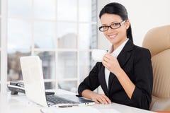 Affärskvinna på arbete. Fotografering för Bildbyråer