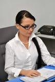 Affärskvinna på arbete arkivfoto