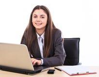 Affärskvinna på henne skrivbord Arkivfoto