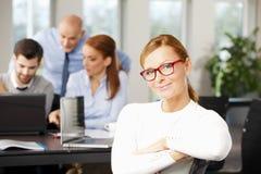 Affärskvinna på kontoret Royaltyfri Fotografi