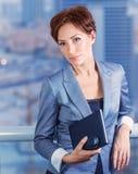 Affärskvinna på mötet royaltyfria bilder