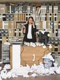 Affärskvinna på ringa Fotografering för Bildbyråer