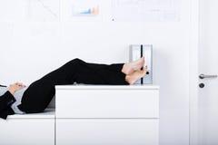 Affärskvinna Sleeping Fotografering för Bildbyråer