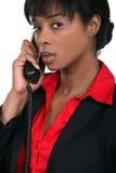 Affärskvinna som använder en landline Royaltyfri Fotografi