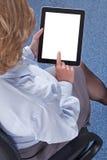 Affärskvinna som använder en minnestavladator Royaltyfri Fotografi