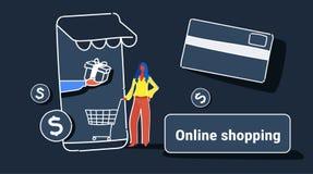 Affärskvinna som använder online-marknaden för mobil applikation som shoppar för kundinnehav för begrepp den kvinnliga smartphone royaltyfri illustrationer