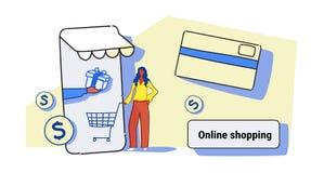 Affärskvinna som använder online-marknaden för mobil applikation som shoppar för kundinnehav för begrepp den kvinnliga smartphone stock illustrationer