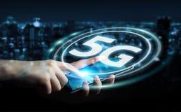 Affärskvinna som använder tolkningen för manöverenhet för nätverk 5G 3D Arkivfoton