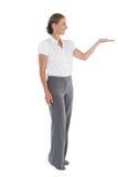 Affärskvinna som framlägger något med hennes hand Arkivfoton