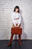 Affärskvinna som går på affärstur Royaltyfria Bilder