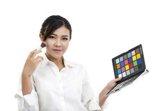 Affärskvinna som gör bakgrund för makeupisolatvit Fotografering för Bildbyråer