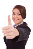 Affärskvinna som gör tumen upp ok gest Arkivbilder