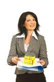 Affärskvinna som home erbjuder, och avtal Royaltyfria Foton