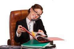 affärskvinna som meddelar till någon Arkivbild