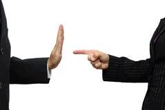 Affärskvinna som pekar till coworkeren Han vägrar uppgift Royaltyfri Fotografi