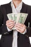 affärskvinna som räknar pengar Arkivbilder