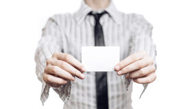 Affärskvinna som rymmer det tomma kortet Royaltyfria Bilder