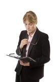 Affärskvinna som rymmer en filofax Arkivbild