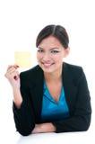 Affärskvinna som rymmer gult papper Royaltyfri Bild